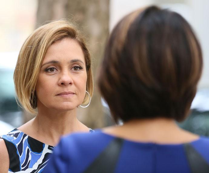 Inês flagra Beatriz saindo do apartamento de Murilo (Foto: Isabella Pinheiro/Gshow)