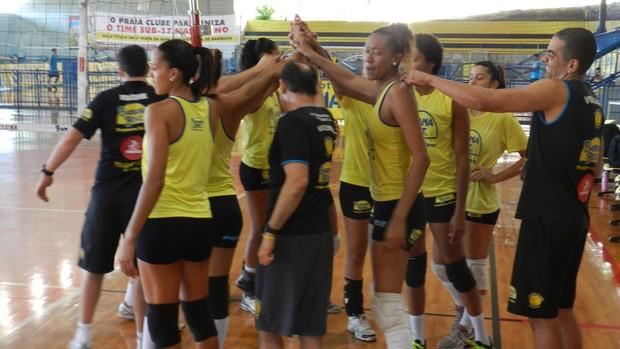 Treino de pré-temporada Praia Clube  (Foto: Caroline Aleixo/GLOBOESPORTE.COM)
