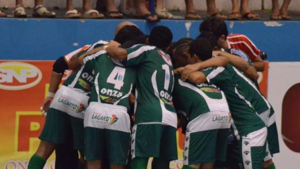 Jogadores da seleção de Lagarto antes da partida da Copa TV Sergipe de Futsal (Foto: João Áquila/GLOBOESPORTE.COM)