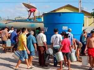 Moradores de Luís Gomes sofrem com falta d'água  (Foto: Reprodução/Inter TV Cabugi)