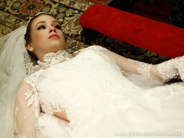Nicole morre após casar com Thales (Foto: Amor à Vida/ TV Globo)