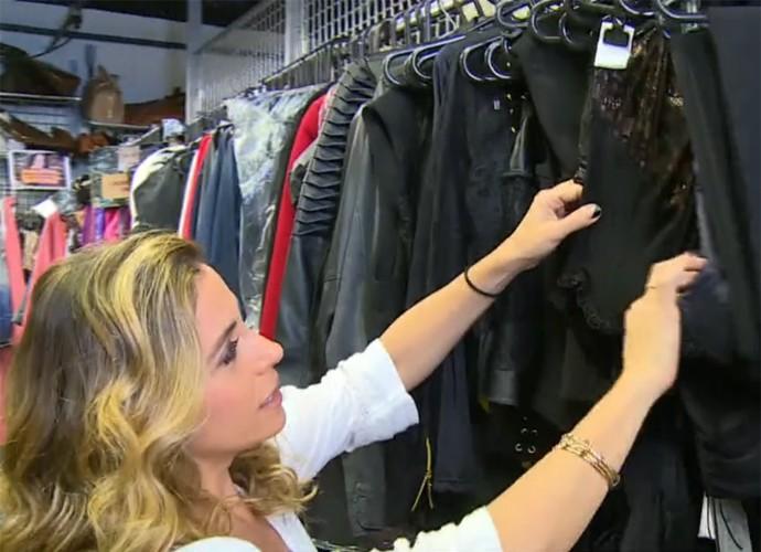 Giovanna Antonelli mostra os bodys que fazem sucesso em 'A Regra do Jogo' (Foto: Vídeo Show / TV Globo)
