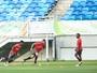 Guerrero reencontra o Fla no campo  e levanta torcida na Arena das Dunas