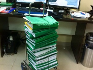Documentos da ação movida contra os 21 deputados (Foto: Ascom/MP/AP)