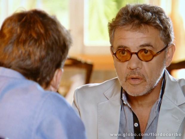 Duque tenta convencer o amigo (Foto: Flor do Caribe / TV Globo)