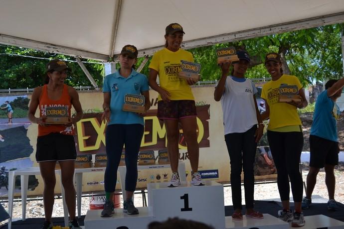 Campeãs da corrida de trilha feminino (Foto: Hélder Rafael)