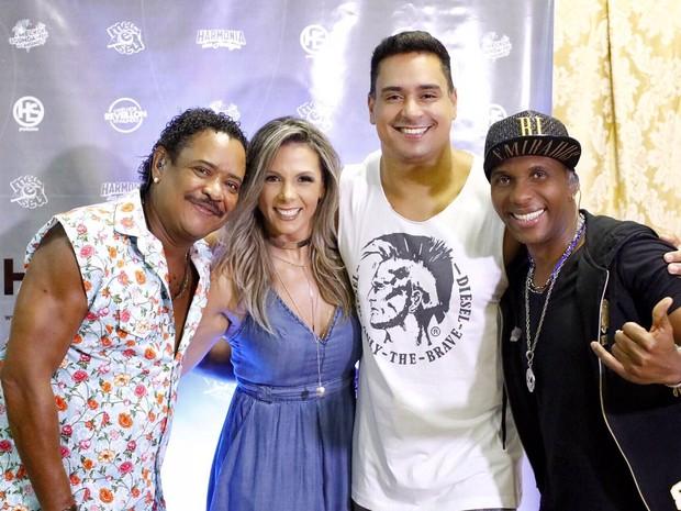 Compadre Washington, Carla Perez, Xanddy e Beto Jamaica em show em Salvador, na Bahia (Foto: André Assis/ Divulgação)