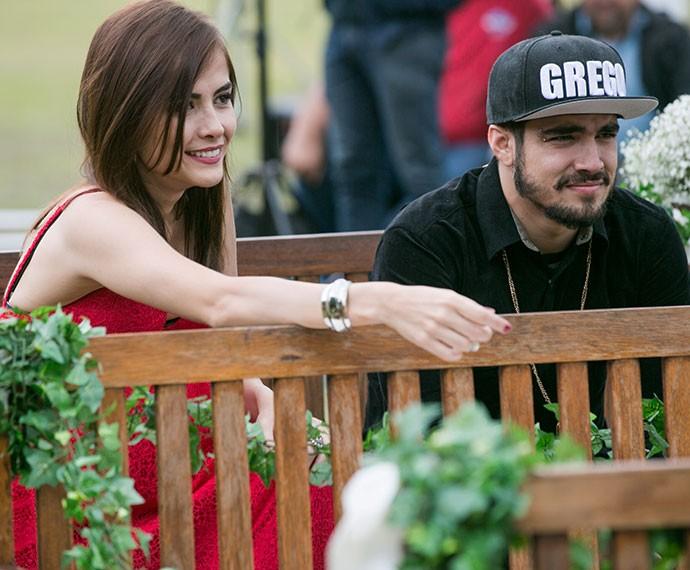 Margot e Grego decidem ir ao casamento de Mari e Ben (Foto: Isabella Pinheiro/Gshow)