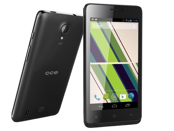 CCE Motion.Plus SC452TV é um smartphone de entrada com Android Jelly Bean e TV Digital (Foto: Divulgação/CCE)