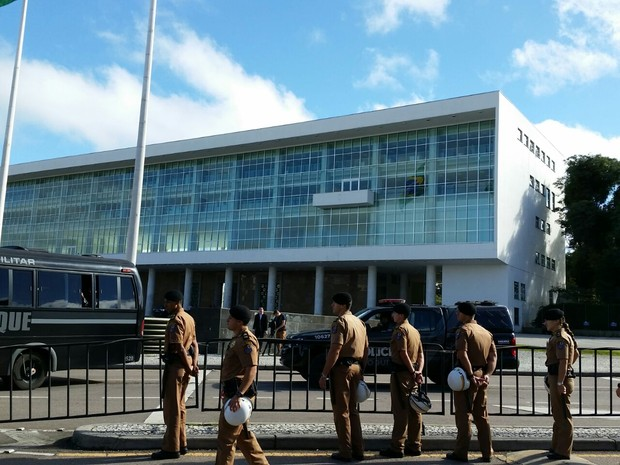 Com deflagração de greve, governo reforçou policiamento no Centro Cívico (Foto: Fernanda Fraga/ RPC)