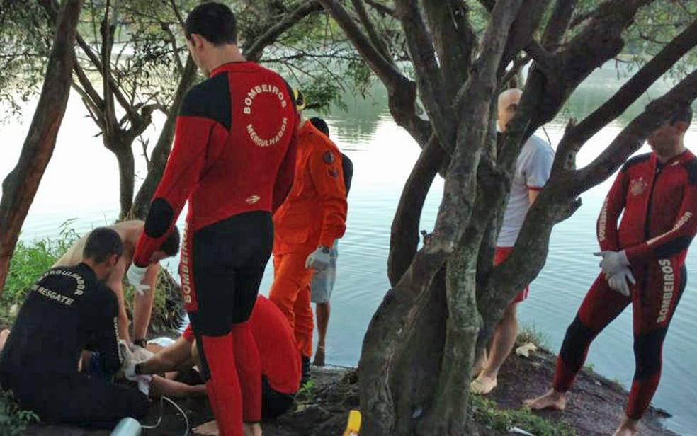 Bombeiros fizeram atendimento de jovem que morreu afogada no Lago Paranoá nesta segunda (Foto: Bombeiros/Divulgação)