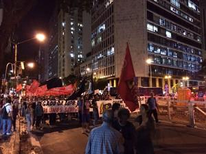 Av. Rio Branco foi interditada no sentido Cinelândia pelos manifestantes (Foto: Marcelo Elizardo / G1)