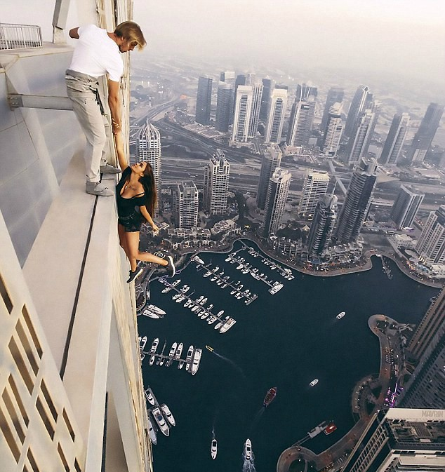 Russa se arrisca para tirar foto em Dubai (Foto: Reprodução/Instagram)
