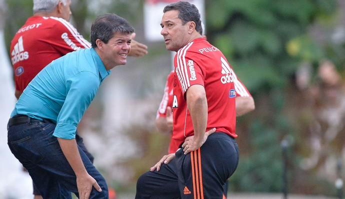 Felipe Ximenes e Vanderlei Luxemburgo, treino Flamengo (Foto: Pedro Martins / Ag. Estado)