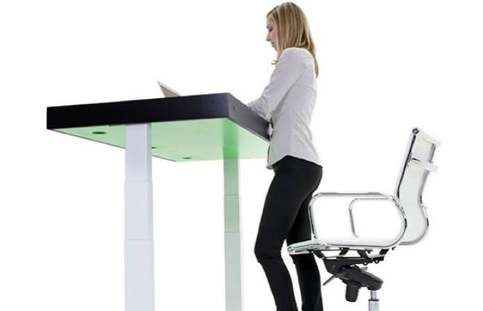 Com Kinetic é possível programar a alteração da altura da mesa (Foto: Reprodução/Stir)