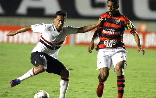 Jadson, Atlético-GO x São Paulo (Foto: ED Ferrieri / Agência Estado)