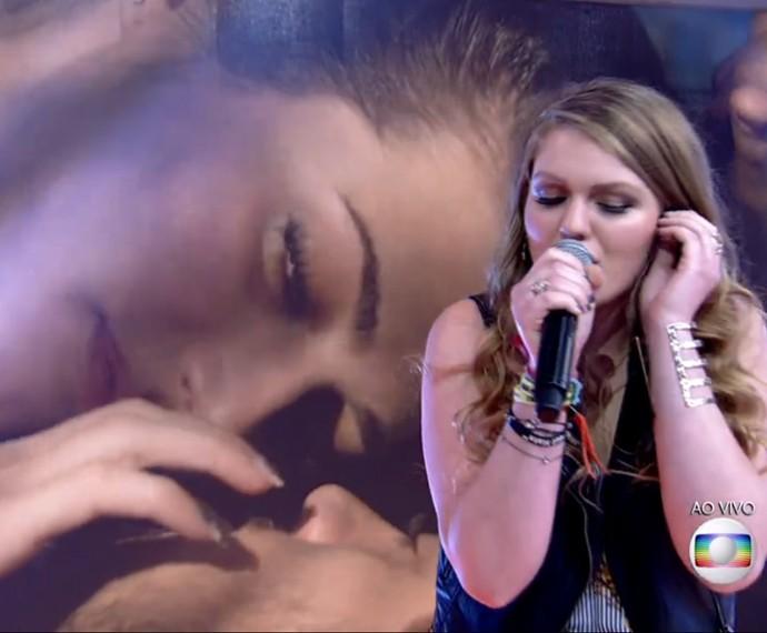 Kathryn Dean canta no palco do Encontro  (Foto: TV Globo)