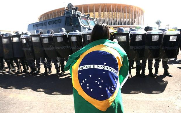 Protesto, Mané Garrincha (Foto: Agência Estado)