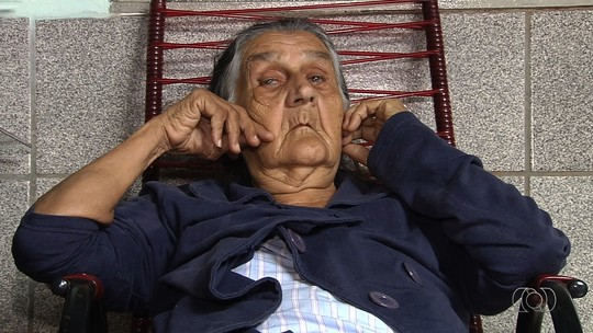 Filha luta por cirurgia para idosa de 82 anos com coágulo na cabeça, em GO