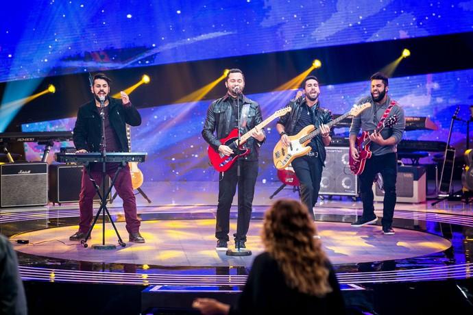 Playmobille canta 'Linda Rosa' no palco do SuperStar (Foto: Isabella Pinheiro/Gshow)