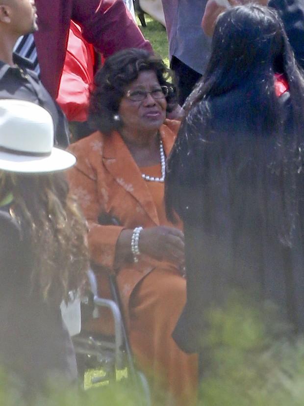 Katherine Jackson na formatura do neto Prince Jackson em Los Angeles, nos Estados Unidos (Foto: Grosby Group/ Agência)