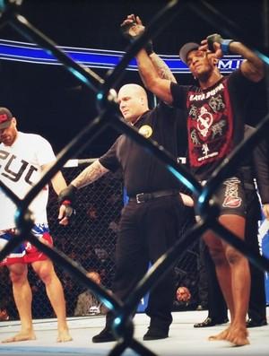 Francis Carmont x Karlos Vemola UFC (Foto: Reprodução/ Twitter)