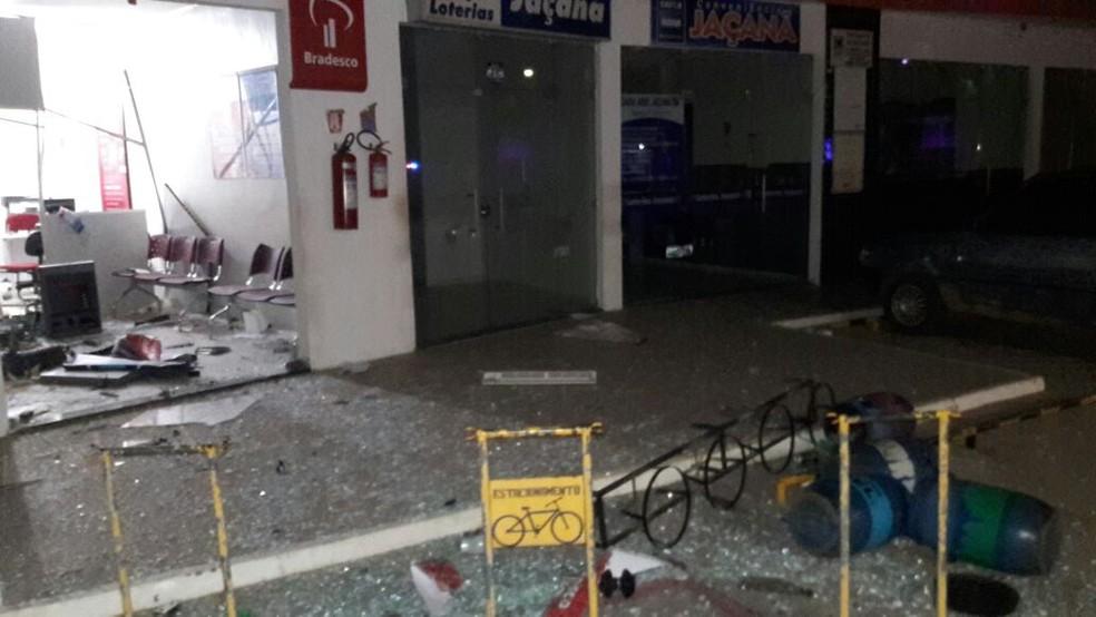 Agência fica em um posto de combustíveis no centro de Jaçanã (Foto: Notícias da Serra )