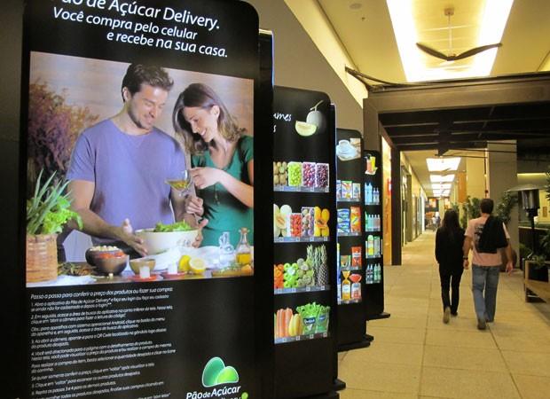 Vitrine virtual do Pão de Açúcar no Shopping Cidade Jardim, na capital paulista (Foto: Laura Brentano/G1)