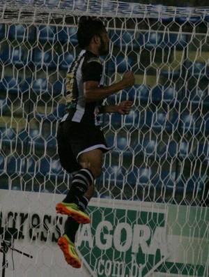 Assisinho gol Ceará x Quixadá Campeonato Cearense PV (Foto: Kid Júnior/Agência Diário)