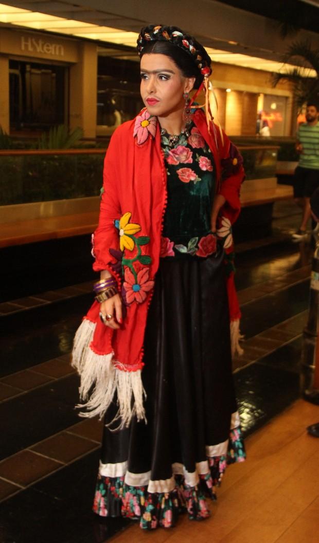 Leona Cavalli vestida de Frida (Foto: Daniel Delmiro / AgNews)