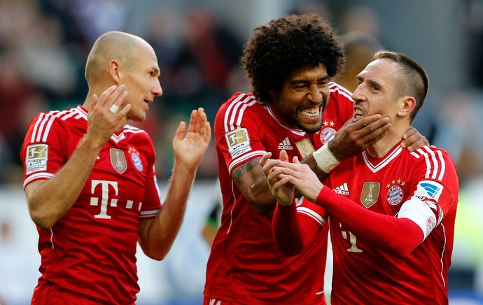 ribery dante robben bayern munique x Wolfsburg  (Foto: Reuters)