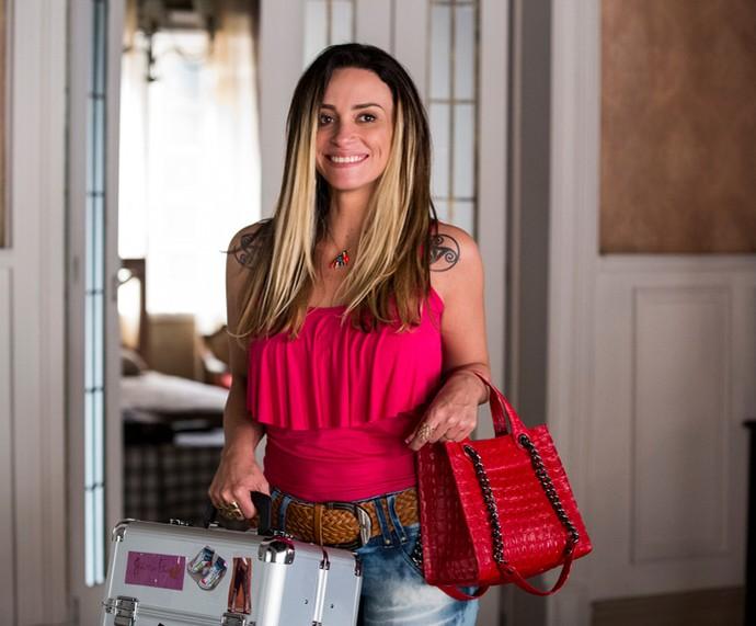 Suzana Pires é Janete em A Regra do jogo, uma manicure trabalhadora e talentosa (Foto: Ellen Soares/ Gshow)