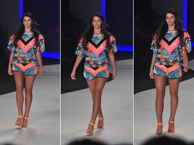 Bruna Marquezine desfila pela Coca-Cola Clothing no Fashion Rio (Foto: Isac Luz / EGO)