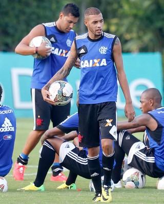 Paulinho treino Flamengo (Foto: Ivo Gonzalez / O Globo)