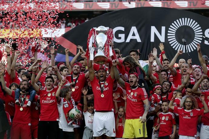 Luisão Benfica Nacional campeão (Foto: Antonio Cotrim / EFE)