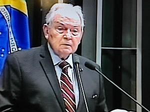 Jurista Bernardo Cabral discursa durante solenidade de promulgação da vigência da Zona Franca de Manaus (Foto: Reprodução/TV Senado)