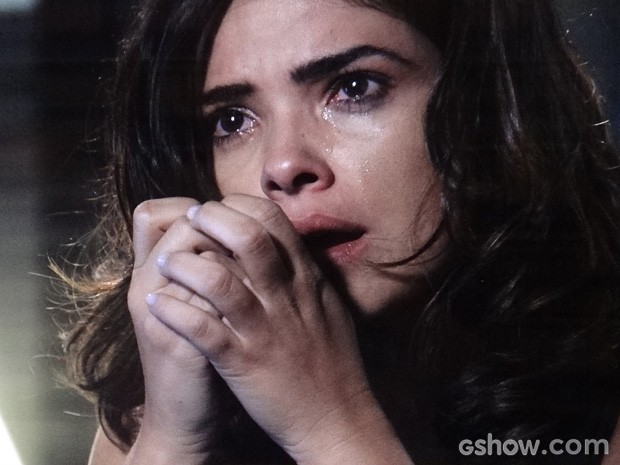 Ela chora (Foto: Amor à Vida / TV Globo)