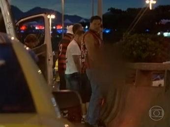 Ex-vereador também foi visto urinando nas ruas do Rio de Janeiro quando o Atlético-PR disputou a final da Copa do Brasil (Foto: Reprodução/RJTV)