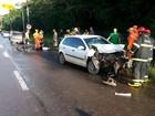 No AP, carro em alta velocidade atinge ciclistas e veículo na rodovia JK