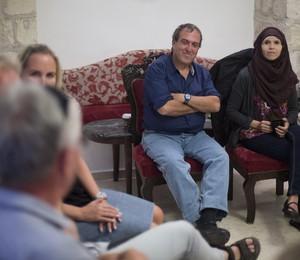 """NÃO VAI PARAR ENQUANTO NÃO CONVERSARMOS """" Rami Elhanan e Moira Gilani, lado a lado, em palestra do Círculo de Pais (Foto: Dusan Vranic)"""