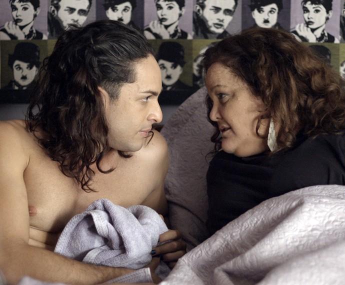 Visky e Lourdeca se dão conta que já são amantes fixos (Foto: TV Globo)