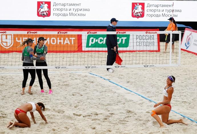 vôlei de praia Carol Solberg Maria Elisa contra Japão (Foto: Divulgação / FIVB)