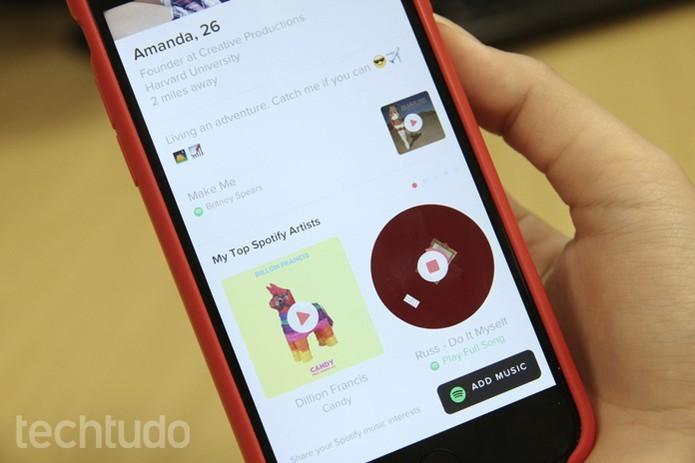 Tinder se une a Spotify e agora é possível escolher uma trilha sonora para o perfil no app de paquera (Foto: Luana Marfim/TechTudo)