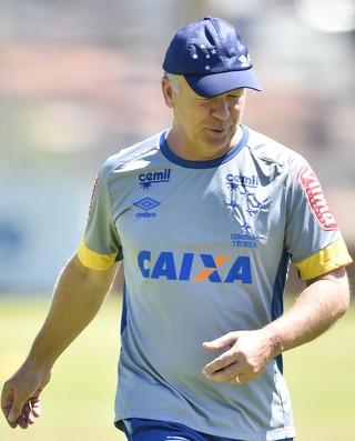 Mano Menzes em treino do Cruzeiro (Foto: Pedro Vilela/Light Press)
