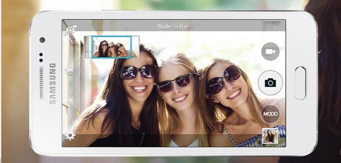 Galaxy A3 apresenta câmera selfie (Foto: Divulgação/Samsung)