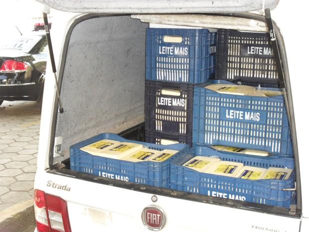 Barreira fiscal apreende 700 kg de queijo coalho em Campos, RJ Dia_20_de_julho_de_2013foto_1