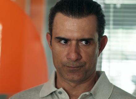 Ricardo pergunta a Joana se Toninho a ameaça