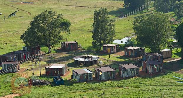 Um hotel de luxo situado em Bloemfontein, na África do Sul, oferece uma 'experiência de favela' para seus hóspedes (Foto: Divulgação/Emoya Luxury Hotel and Spa)