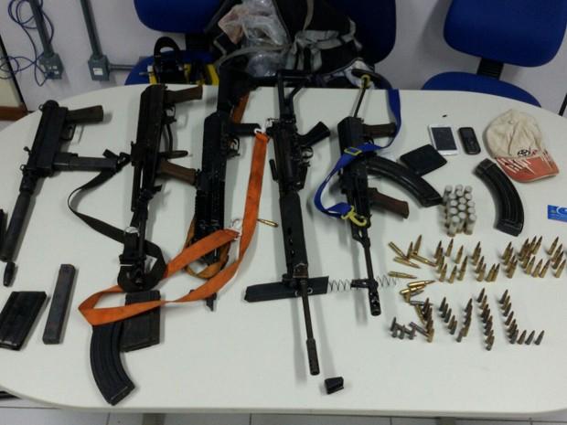 Armamento de uso exclusivo das Forças Armadas foram apreendidas na Bahia (Foto: Divulgação/Polícia Civil)