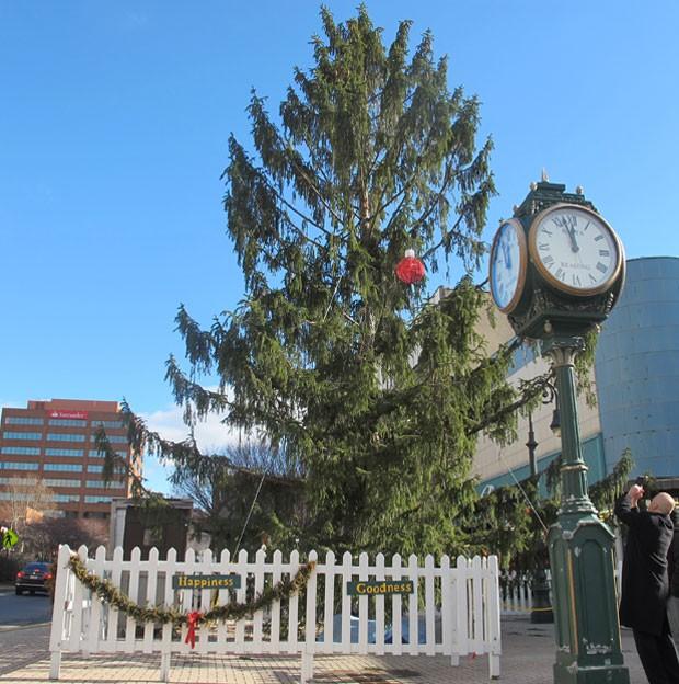Árvore de Natal de Reading foi apelidada de a mais feia dos EUA (Foto: Michael Rubinkam/AP)